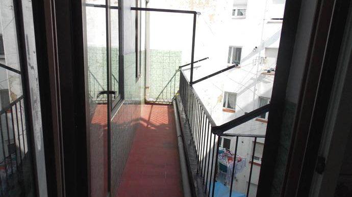 fachada patio con balcon